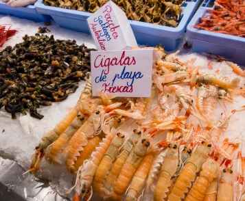 cigalas-scampi-at-mercado-central-central-market-valencia-spain