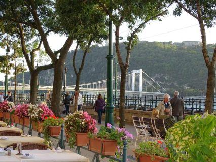 45b946b1d6d116959e2b7445d99572a7--budapest-promenade