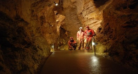 caveing-budapest