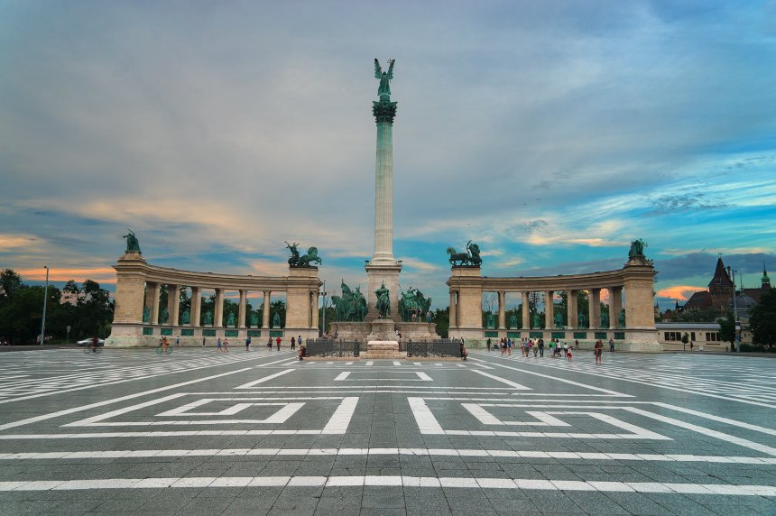 Europe-Hungary-Budapest-Heroes-Square-6227